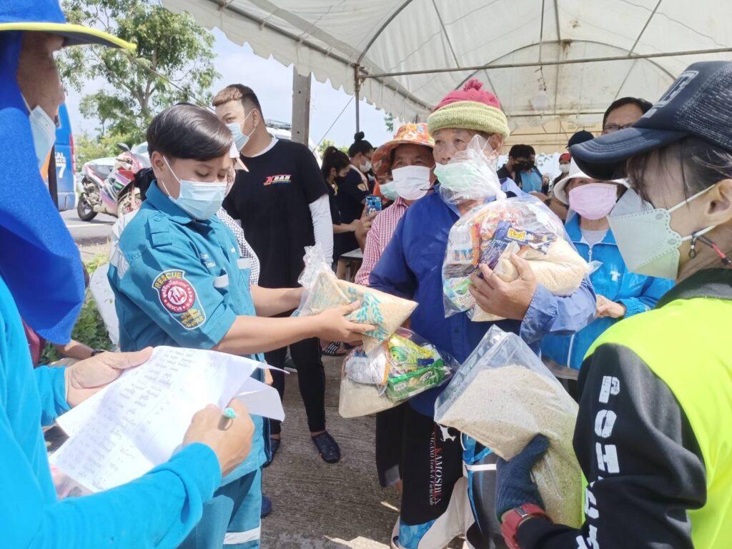 ช่วยเหลือผู้ประสบภัยน้ำท่วมชาวจังหวัดลพบุรี และจังหวัดพระนครศรีอยุธยา